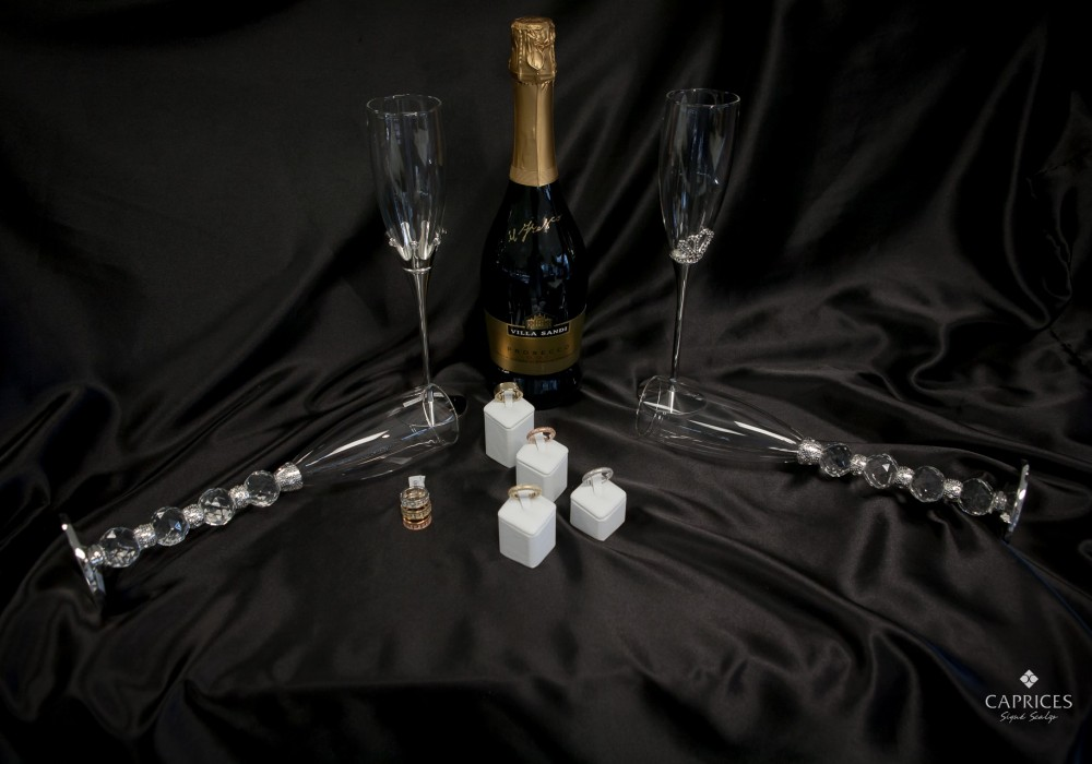 Wedding gift ideas by Caprices Signé Scalzo - feat. Miluna jewelry TUUM rings and bracelet and Ottaviani accessories.